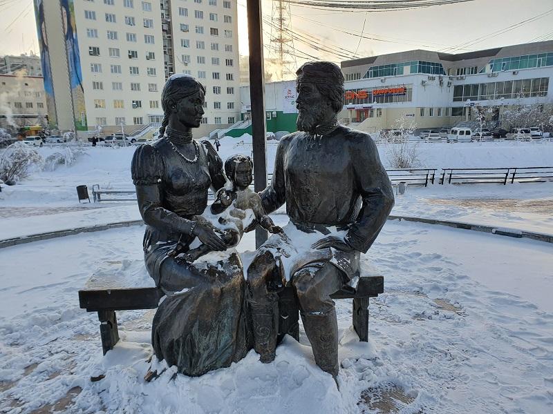 Осквернён известный памятник в Якутске. Но когда ж его приведут в порядок местные власти?