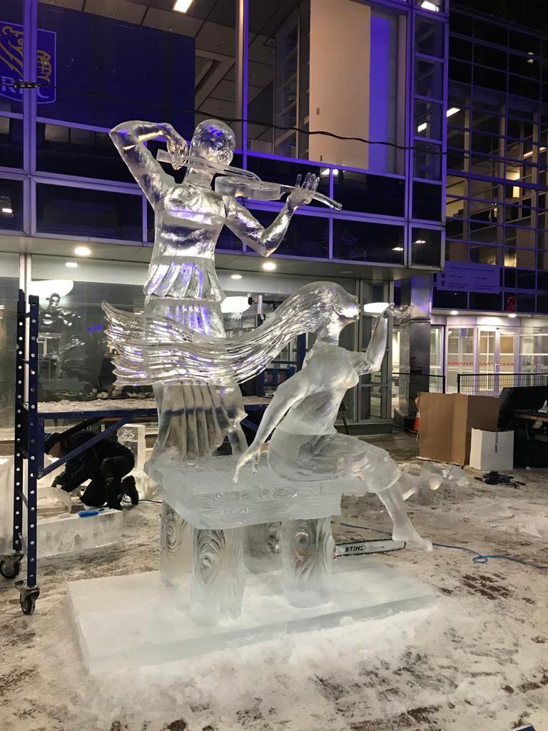 На конкурсе ледовых скульптур в Канаде участвуют мастера из Якутии